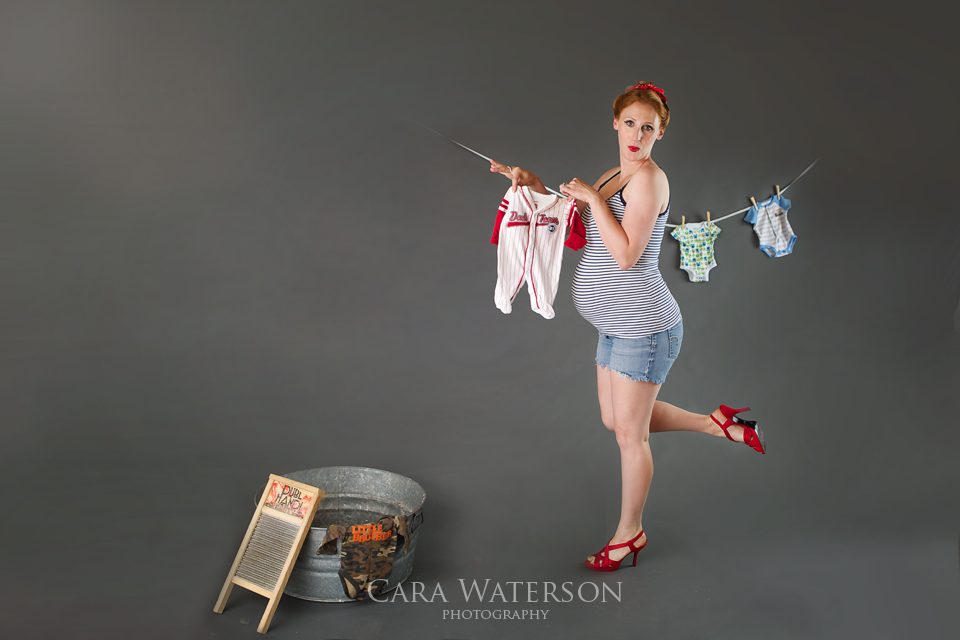 Pinup maternity with red shoes